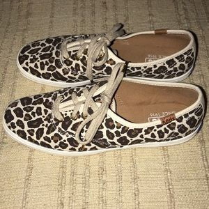 NEW Keds / lace up / leopard / classic / boat shoe